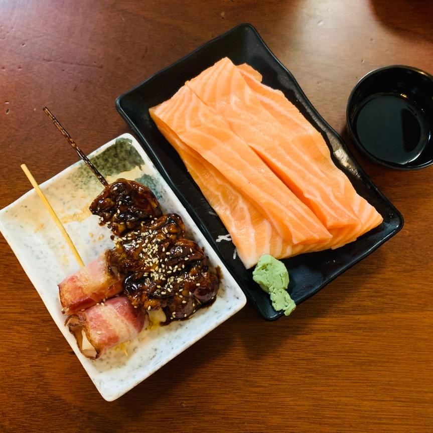 「三味食堂」西門町美食,平價且大份量的鮭魚,排隊是少不了